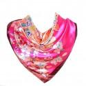 Carré de Soie rose à motif floral